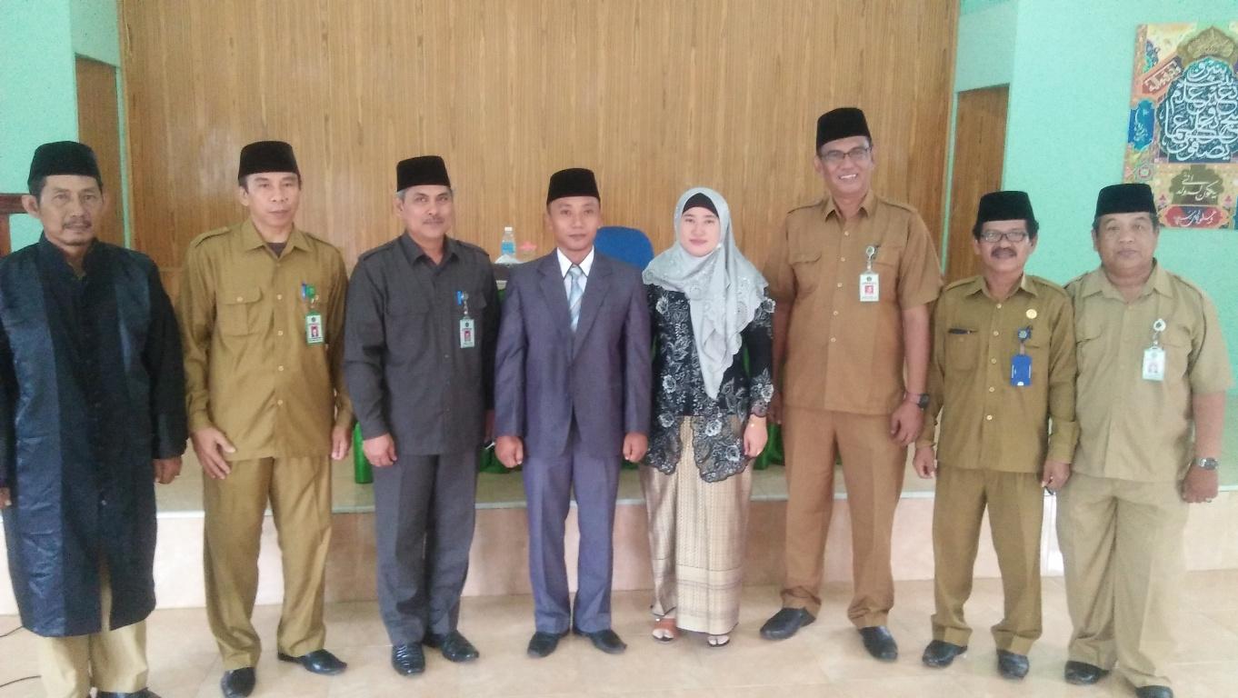 foto bersama usai pelantikan penyelenggara syariah