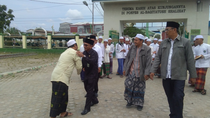 Kakan Kemenag Saat Tiba di PP Al-Baqiyatush Shalihat Kuala T