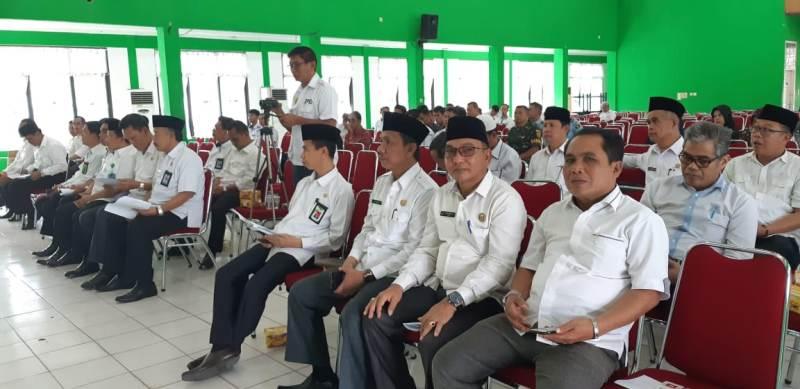 Kakan Kemenag Drs Hasbi M.Pd.I Saat Menghadiri Rapat Pemulan